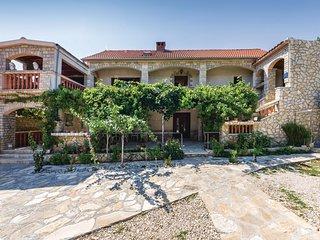 Nice home in Pridraga w/ 2 Bedrooms