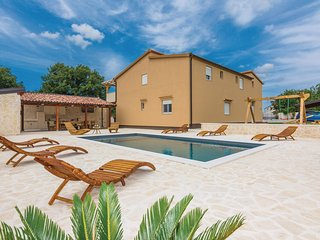 Stunning home in Galovac w/ WiFi and 6 Bedrooms (CDA474)