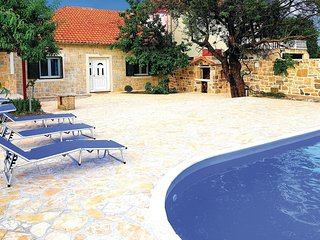 Awesome home in Podlug w/ WiFi, 4 Bedrooms and Outdoor swimming pool