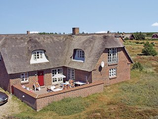 Awesome home in Blavand w/ Sauna, WiFi and 5 Bedrooms (P32069)