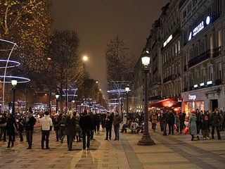 A BIT OF GLAMOUR~CHAMPS ELYSEES 3 BR
