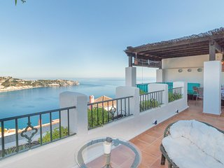 Amazing home in La Herradura w/ WiFi and 4 Bedrooms