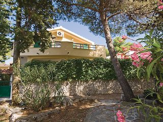 Beautiful home in Sibenik w/ 2 Bedrooms