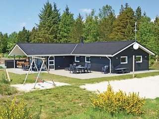 Nice home in Blåvand w/ Sauna, WiFi and 5 Bedrooms (P32160)