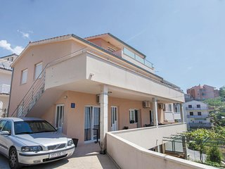 Nice home in Podstrana w/ WiFi and 3 Bedrooms