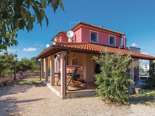 Stunning home in Sibenik w/ WiFi and 5 Bedrooms