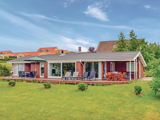 Stunning home in Knebel w/ Sauna, WiFi and 4 Bedrooms