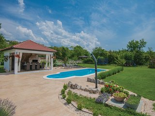 Amazing home in Imotski w/ WiFi and 4 Bedrooms (CDE726)