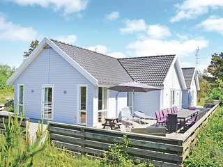 Beautiful home in Rømø w/ Sauna, WiFi and 9 Bedrooms (R10108)