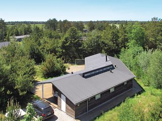 Awesome home in Rømø w/ Sauna and 4 Bedrooms (R10133)