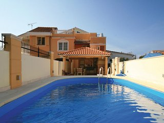 Beautiful home in Brodarica w/ WiFi and 6 Bedrooms