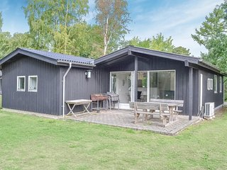 Nice home in Egå w/ WiFi and 4 Bedrooms