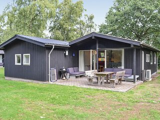 Awesome home in Egå w/ WiFi and 4 Bedrooms