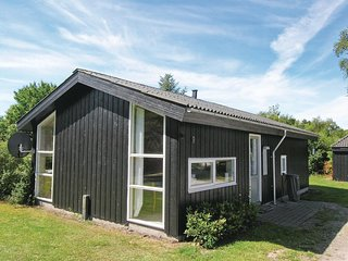Beautiful home in Egå w/ WiFi and 2 Bedrooms