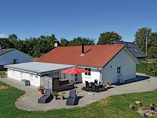 Beautiful home in Egå w/ WiFi and 4 Bedrooms