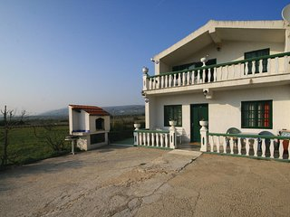 Awesome home in Danilo Gornje w/ 3 Bedrooms