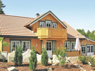Awesome home in Spangereid w/ Sauna and 5 Bedrooms