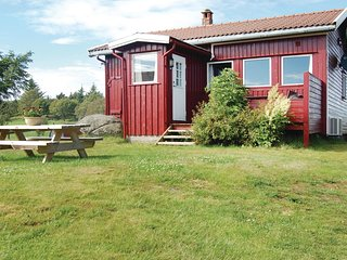 Beautiful home in Farsund w/ WiFi and 3 Bedrooms