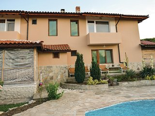 Beautiful home in Lozenets w/ WiFi and 5 Bedrooms