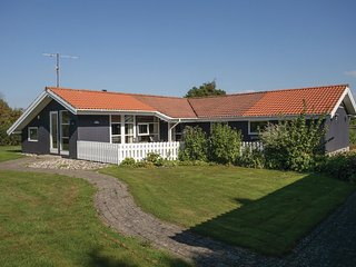 Stunning home in Slagelse w/ WiFi, 4 Bedrooms and Sauna