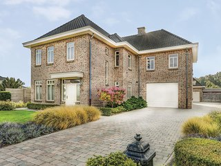 Stunning home in Neerpelt w/ 4 Bedrooms and WiFi