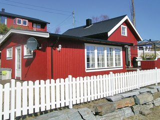 Beautiful home in Lysøysundet w/ WiFi and 2 Bedrooms (N38028)