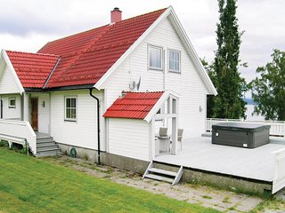 Amazing home in Leksvik w/ Jacuzzi, WiFi and 3 Bedrooms (N38524)