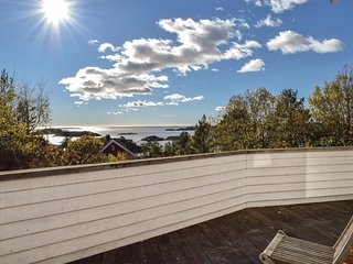 Beautiful home in Arendal w/ WiFi and 5 Bedrooms