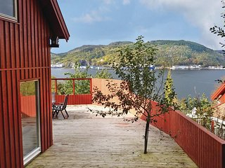 Nice home in Lyngdal w/ Sauna and 6 Bedrooms (N36070)