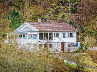 Beautiful home in Hidrasund w/ 4 Bedrooms