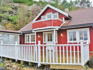 Awesome home in Lindesnes w/ Sauna and 5 Bedrooms