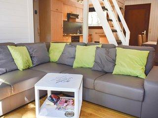 Amazing home in Somme-Leuze w/ 3 Bedrooms