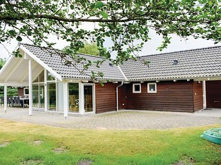 Awesome home in Ebeltoft w/ Sauna, WiFi and 4 Bedrooms (E4022)