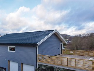 Awesome home in Lyngdal w/ WiFi and 3 Bedrooms (NVK034)