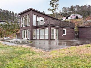 Beautiful home in Lyngdal w/ 4 Bedrooms
