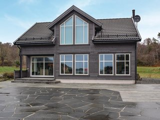 Beautiful home in Farsund w/ 5 Bedrooms