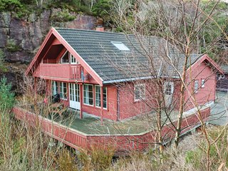 Awesome home in Lindesnes w/ Sauna, WiFi and 5 Bedrooms