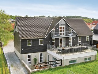 Beautiful home in Ebeltoft w/ Sauna, WiFi and 10 Bedrooms