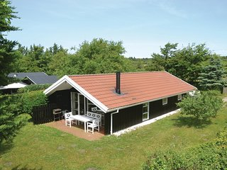 Stunning home in Esbjerg V w/ Sauna, WiFi and 3 Bedrooms