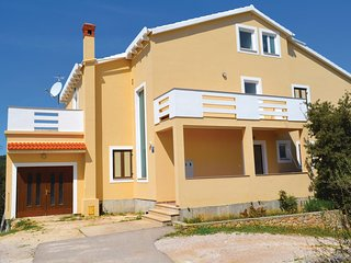 Stunning home in Kukljica w/ WiFi and 2 Bedrooms