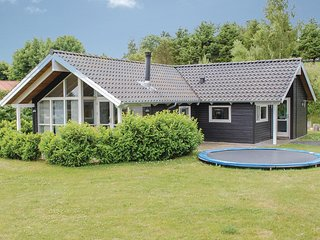 Awesome home in Ebeltoft w/ 3 Bedrooms (E4080)