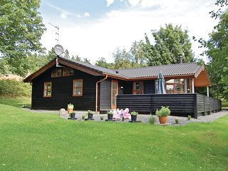Beautiful home in Ebeltoft w/ Sauna, 4 Bedrooms and WiFi