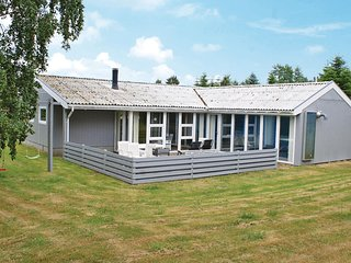 Beautiful home in Ebeltoft w/ Sauna, 4 Bedrooms and WiFi (E4103)