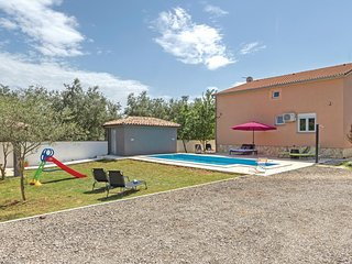 Beautiful home in Pula w/ WiFi and 3 Bedrooms (CIR229)