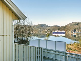 Stunning home in Lyngdal w/ Sauna and 6 Bedrooms