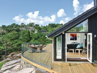 Beautiful home in Søgne w/ WiFi and 4 Bedrooms