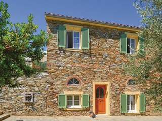 Nice home in Santa Maria Poggio w/ WiFi and 6 Bedrooms