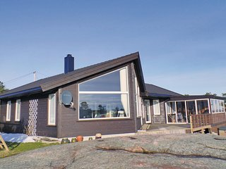 Awesome home in Søgne w/ Jacuzzi and 3 Bedrooms