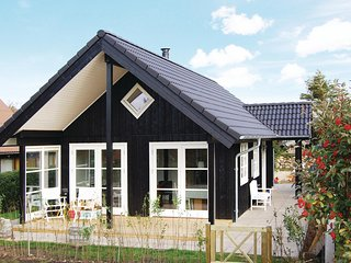 Beautiful home in Esbjerg V w/ WiFi and 2 Bedrooms