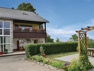Beautiful home in Uhler w/ WiFi and 2 Bedrooms (DHU918)
